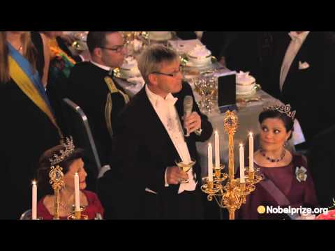 A toast to the King of Sweden: Nobel Banquet 2015