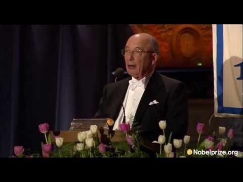 Dale Mortensen, Laureate in Economic Sciences 2010, prices Isaac Newton